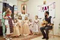 """""""Мікалай, Мікалай, ты да нас завітай!"""" — на парафіі Праведнага Язэпа прайшло дзіцячае свята"""