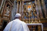 Папа Францішак выйшаў з Ватыкана, каб памаліцца аб выбаўленні ад пандэміі каранавірусу